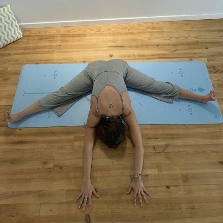 tapis de yoga yogom gamme pro bodyline solaire bleu
