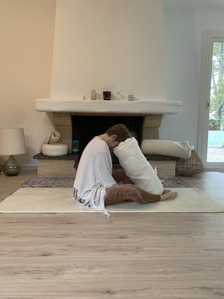 bolster yin yoga yogom