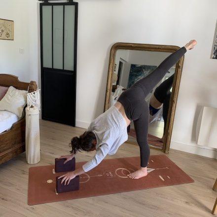 le tapis de yoga le plus doux du marché avec son revêtement textile tribal couleur tomette