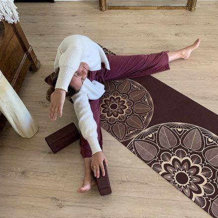 mandala pourpre tapis de yoga yogom au toucher doux