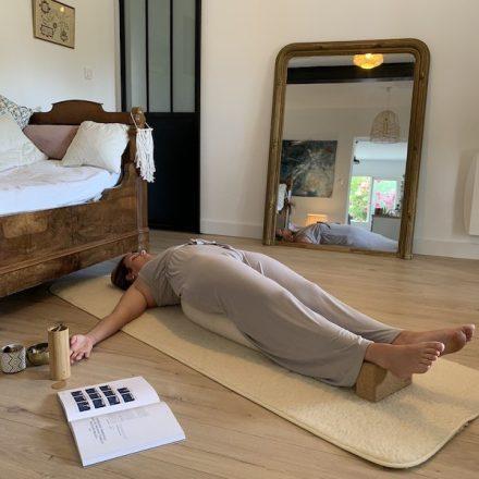 exemple d'utilisation du bolster de yoga yogom