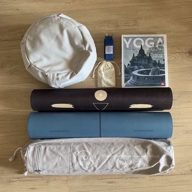 Matériel de yoga : zafu, livre, sangle d'étirment, tapis de yoga antidérapant, Yogom